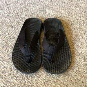 Chaco black flip flop Thong sandals size 8